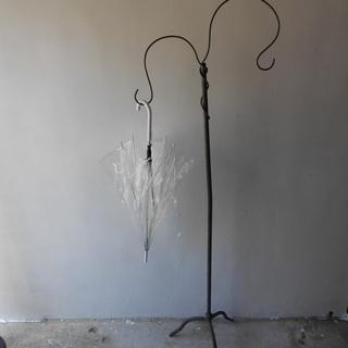 傘たてのようなアンティークなもの 鉄製