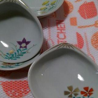 貝殻の小皿(花柄)5つセット