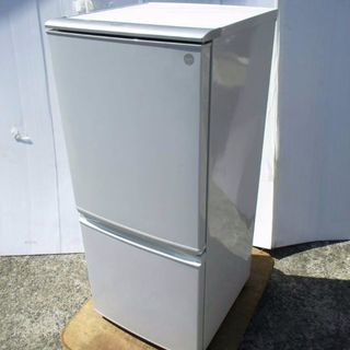 2010年式SHARPノンフロン冷凍冷蔵庫137リットルです 配達...