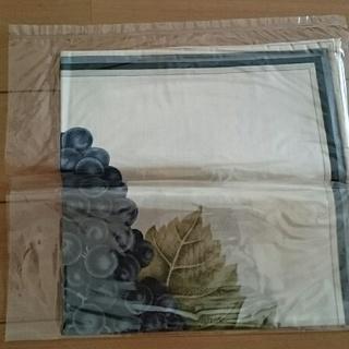ジム・トンプソン 300円 ブドウ柄のスカーフ