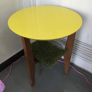 北欧風イエローの小さめコーヒーテーブル
