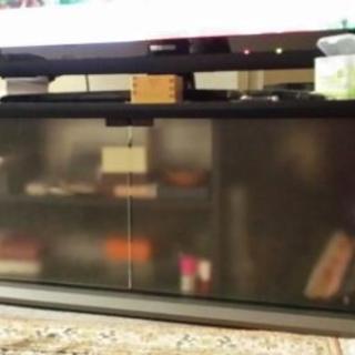 42型テレビが余裕で乗っかるテレビ台の画像