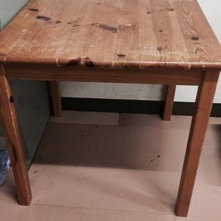 古い木のテーブル
