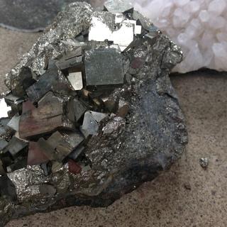 これらの結晶の名前分かります?価値ってどれくらいでしょう?(写真あり) - 教えて