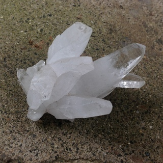 これらの結晶の名前分かります?価値ってどれくらいでしょう?(写真あり) − 神奈川県