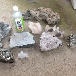これらの結晶の名前分かります?価値ってどれくらいでしょう?(写真あり)の画像