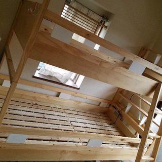 白木 二段ベッド 使用1年未満 コンセント有 本棚付き