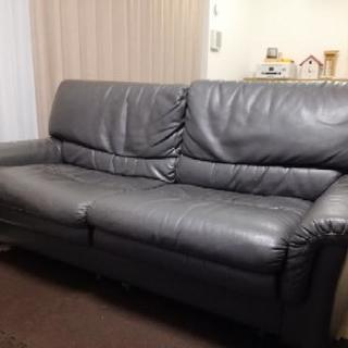 ソファー週末引き取り出来る方 3000円で譲ります