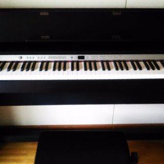 Roland電子ピアノ新品同様説明書つき、ヘットホンつき