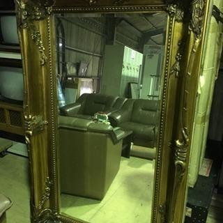 大型のオシャレな飾り鏡