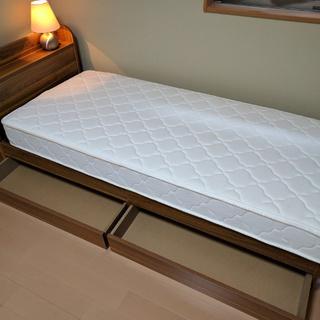 狭いスペースに置ける収納付きベッド