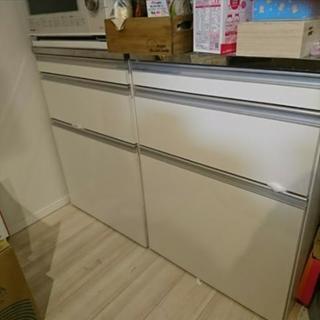 ゴミ箱、作業台付きキッチン収納