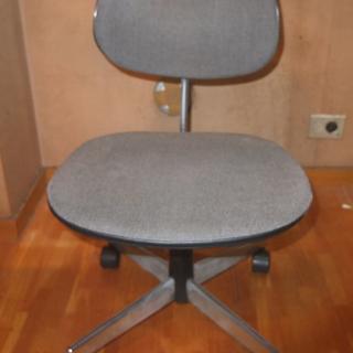 キャスタ付き椅子 okamura