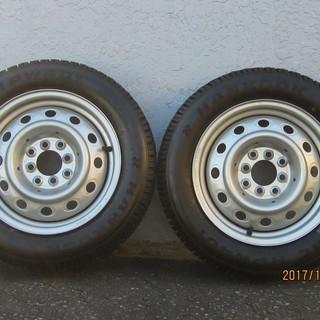 スチールホイル付きスパイクタイヤ 2セット タイヤ・ホイルは、ほぼ新品