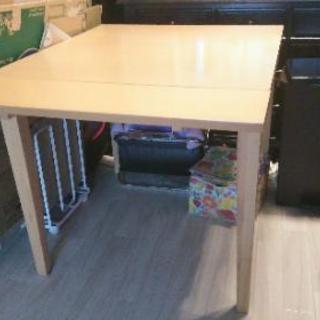 またまた値下げ♪伸長式テーブル 美品 しっかりした作りです。ベルメ...