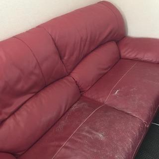 3人掛け赤のソファー。