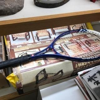 テニスラケット、詳細不明