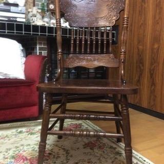 アンティーク調 美しい木目と彫刻の椅子