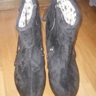 黒ショートブーツ♪