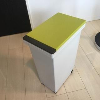開閉蓋付き ゴミ箱(ダストボックス)