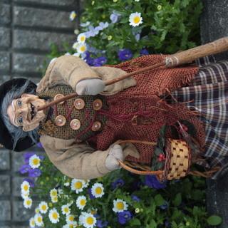 魔法使いのおばあさんの人形