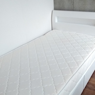 【白ツヤ・買って半年】シングルベッド【美品】