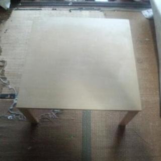 ニトリ製テーブル