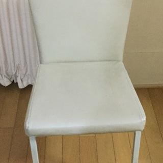 白いデザイン椅子
