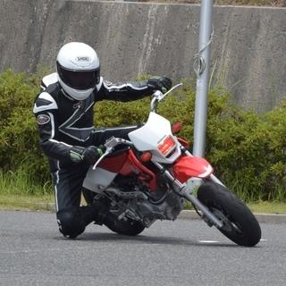 バイクでヒザ擦り!初心者対象スポーツライディングレッスン会!サーキ...