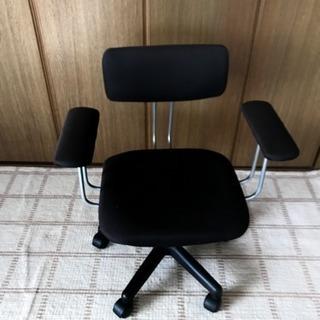 椅子 (勉強机などとセットでどうぞ)