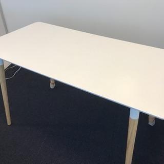 白いカフェテーブル(奥行き・幅・高さなどは写真3枚目)