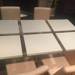 ダイニングテーブル四脚付き