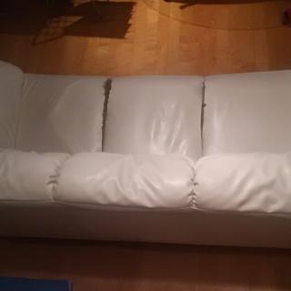 ソファー差し上げます。