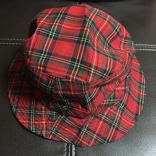 チェックの帽子