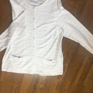 ホワイトシャツ+ホワイトカーディガン