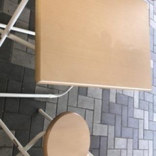 折り畳み式のテーブル
