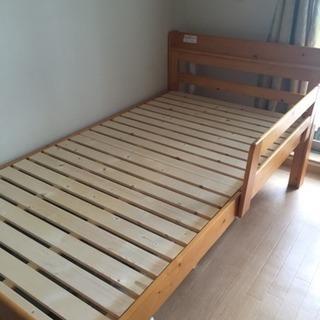 【さらに値下げしました❗️】シングルベッド(木製、高さ調整、コンセ...