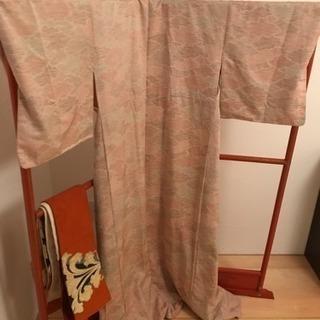 着物と帯と衣紋掛け