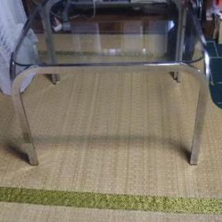 ガラス天板の机