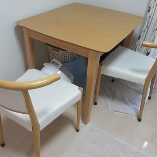 ダイニングテーブル、椅子2脚 伸縮できるテーブル
