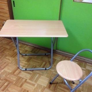 折りたたみテーブル椅子付き