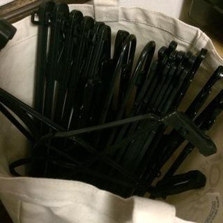 ハンガー20本以上 お好きなだけプラスチック黒クリーニング店