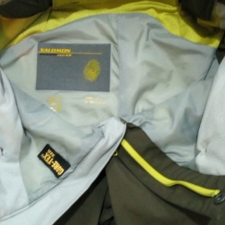 <<交渉中>> サロモン スキーパンツ サイズS 色オリーブグリーン ゴアテックス 美品 - 土浦市