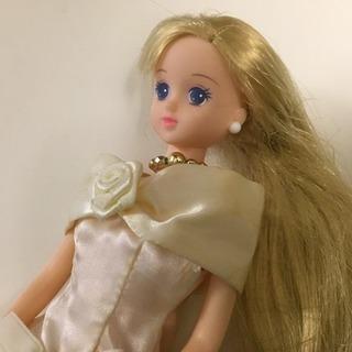 【ジェニーちゃん】白で統一エレガントなドレスで美しく、かわいい