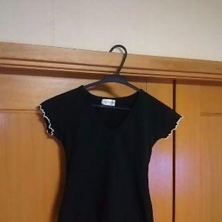 裾がホワイトカラーのTシャツ