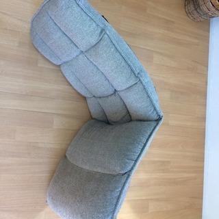 灰色の座椅子