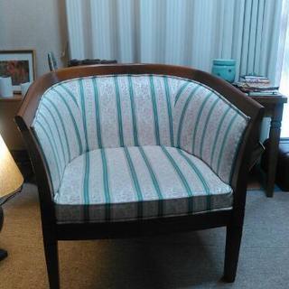 ヨーロピアン調の綺麗で豪華な椅子です!