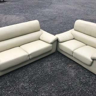 5〜6人掛けの高級ソファーです。