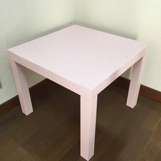 無料。テーブル、ハンガーラック。