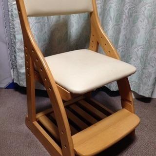 学習机にピッタリの椅子。高さ調整可能